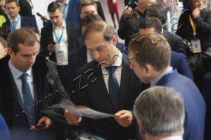 Konstantin Ladygin introduced Denis Manturov the equipment of ST IG
