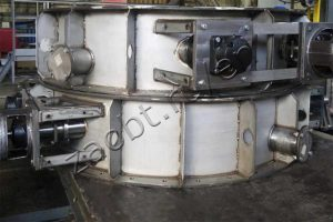Gate valves for tube furnaces